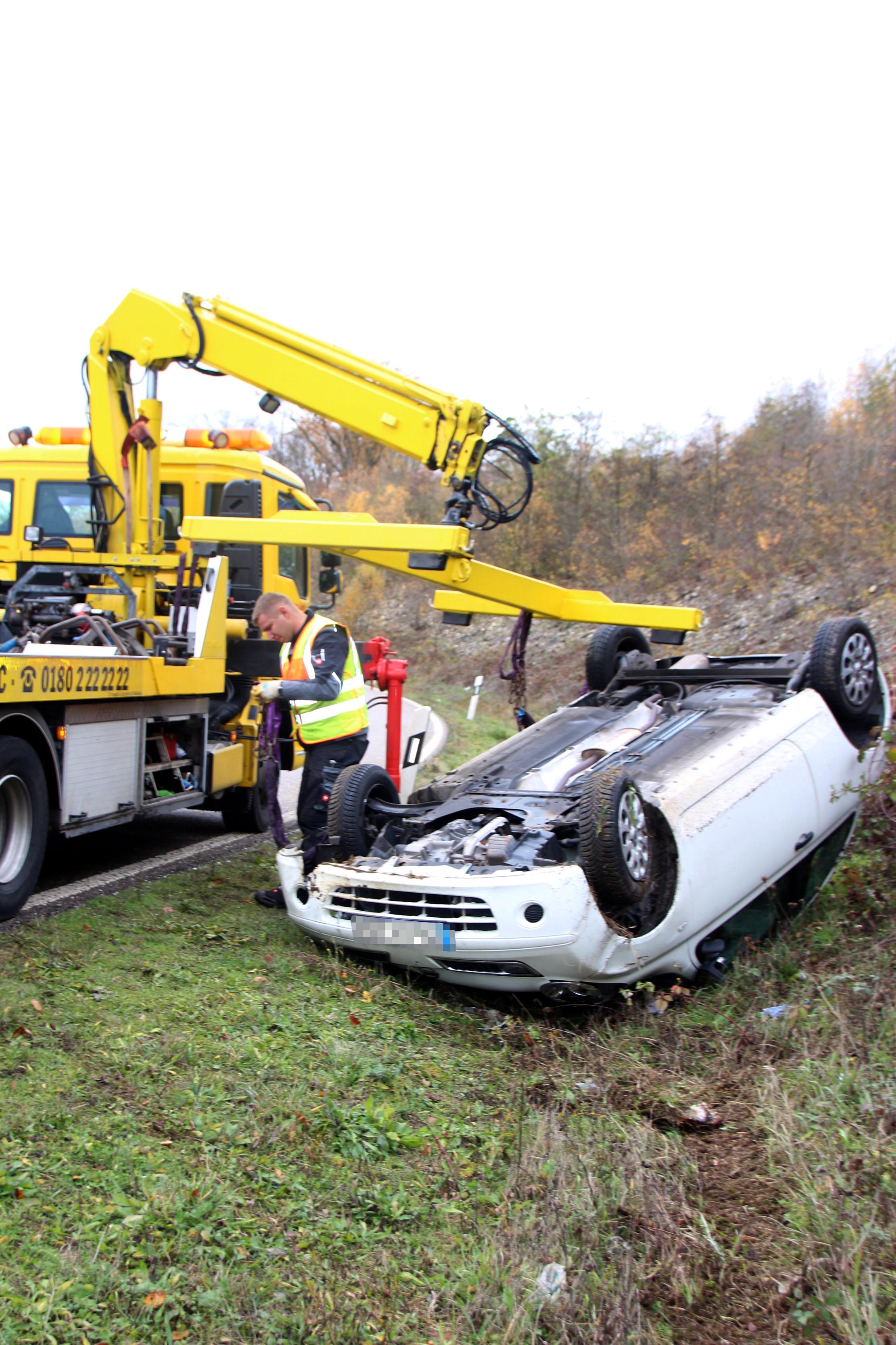 Eine kleine Unachtsamkeit kombiniert mit einer rutschigen Fahrbahn und schnell kommte es zu einem Unfall.